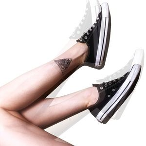 BLACK LOW TOP CONVERSE ALL STARS